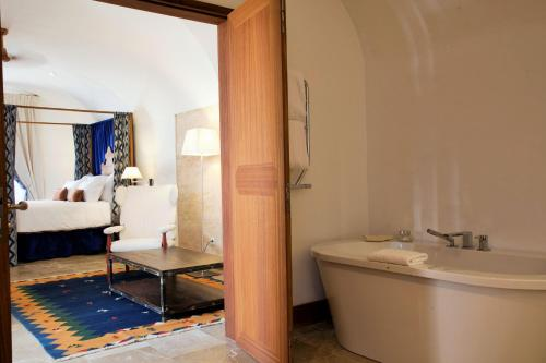 Suite Cap Rocat, a Small Luxury Hotel of the World 12