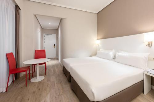 Hotel Madrid Gran Via 25 Affiliated by Meliá - image 7