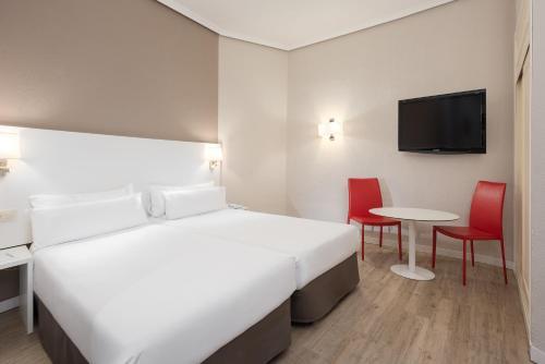 Hotel Madrid Gran Via 25 Affiliated by Meliá - image 8