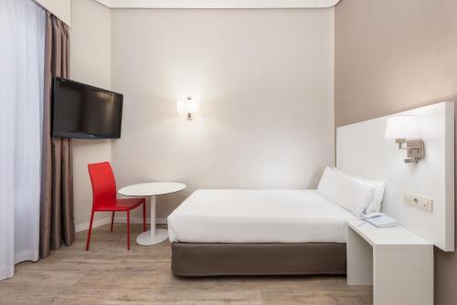Hotel Madrid Gran Via 25 Affiliated by Meliá - image 3