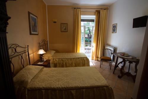 Casa Lollobrigida - Photo 3 of 29