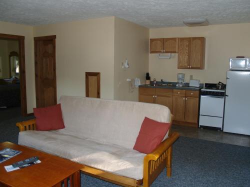 Wilson Lake Inn - Wilton, ME 04294