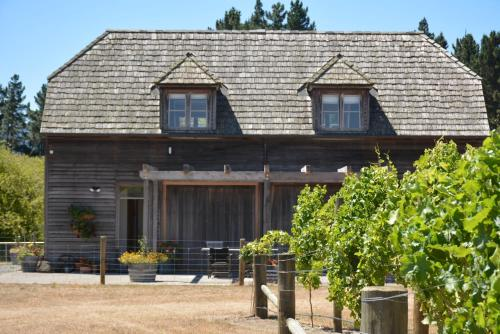Cedar Barn at DDOG Vineyard - Renwick