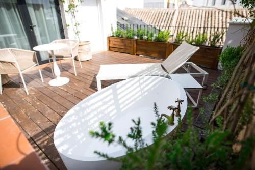 Royal Alcazar Premium with terrace and outdoor bath Hotel Legado Alcazar 5