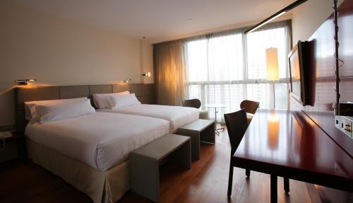 Hotel Reina Petronila rum bilder