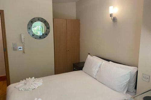 G3- Great Studio for 2 with Patio near Hyde Park