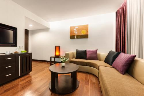 Radisson Suites Bangkok Sukhumvit photo 12