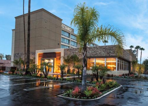 Accommodation in Woodland Hills