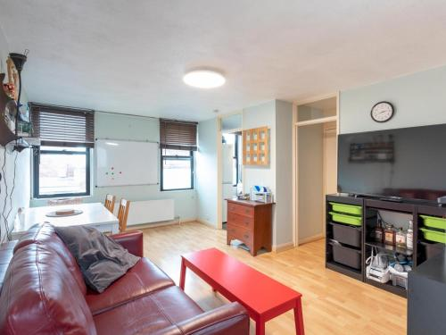 Pass the Keys Pimlico Apartment minutes from Big Ben, and London Eye