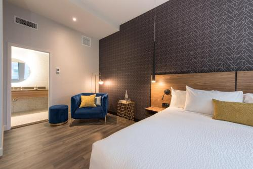 Hotel Royal William - Photo 2 of 38