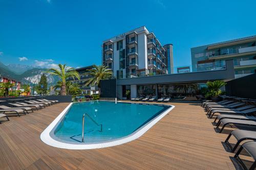 . Lake Front Hotel Mirage
