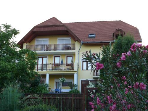 Heviz Yellow Apartmenthouse