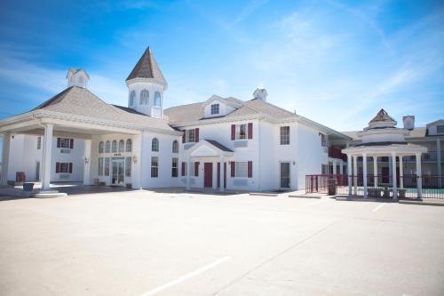 . Osage Village Inn