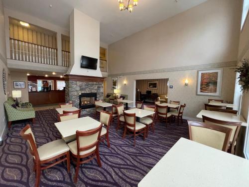 . Smart Suites, Ascend Hotel Collection