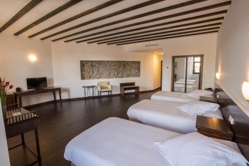 Habitación Triple Palacio del Infante Don Juan Manuel Hotel Spa 8