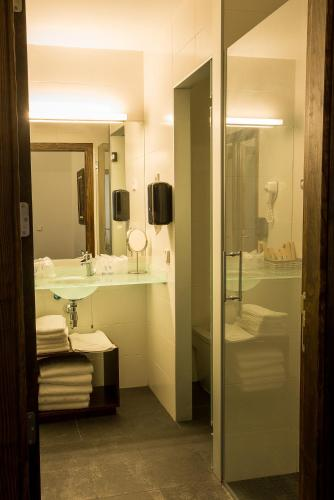 Double or Twin Room Palacio del Infante Don Juan Manuel Hotel Spa 3