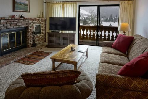 Interlaken 15 - Hotel - June Lake