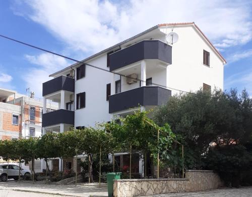 . Apartments Parać