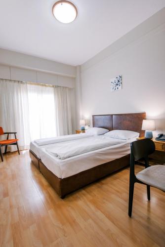 . Hotel Cronos