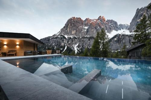 Kolfuschgerhof Mountain Resort - Hotel - Colfosco