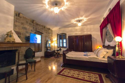 Stari Grad 484, Kotor 85539, Montenegro.