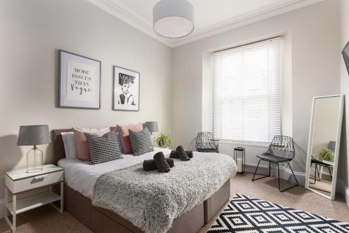 . Habita Property Plymouth Ocean Apartment-Sleeps 4-Parking