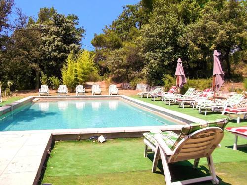 . Villa de 6 chambres a Vaison la Romaine avec magnifique vue sur la montagne piscine privee et jardin clos a 45 km des pistes