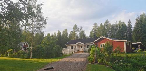 Hyttingsfabodstugor - Accommodation - Borlänge