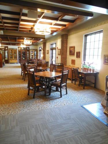 Canyon Inn - Spencer, IN 47460