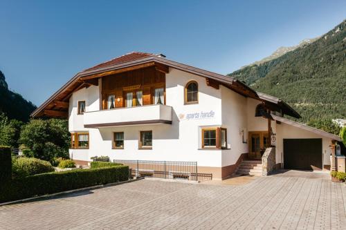 Aparts Handle und Haus Bergblick - Hotel - Pfunds