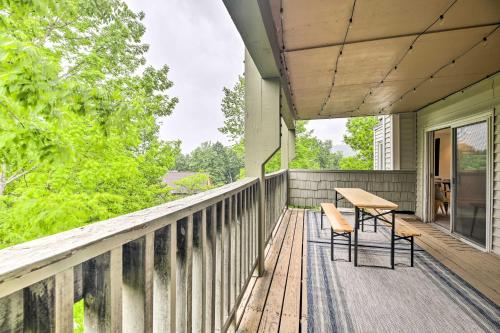 Cozy Condo with Balcony - 5 Miles to Stowe Mtn! - Apartment - Stowe