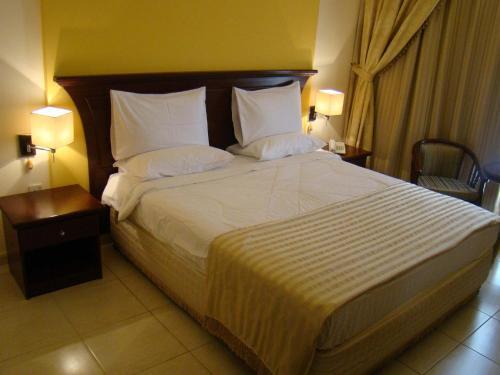 Queen Inn Apartments room photos