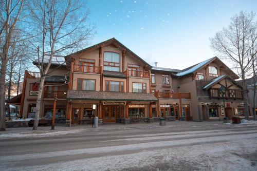 Brewster's Mountain Lodge - Banff, AB T1L 1C1