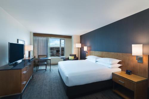 Hyatt Regency Denver at Colorado Convention Center room photos