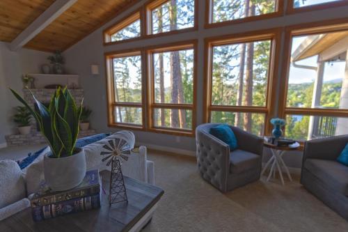 Cozy mountain retreat with lake views near Yosemite - Accommodation - Groveland