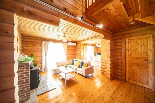 Awaji Large Log house in Goshiki