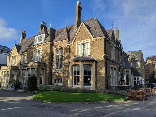 . Cotswold Lodge Hotel