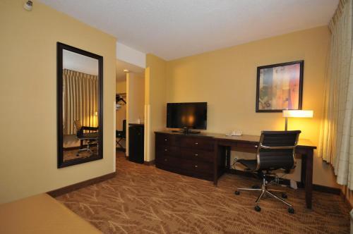 Kahler Inn And Suites - Rochester, MN 55902