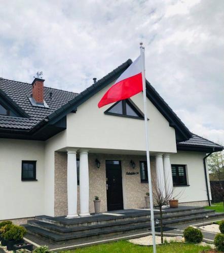 Dom z Flagą - Hotel - Janowiec