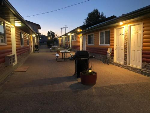 Alpine Motel - Photo 2 of 89