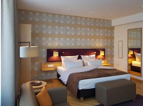 . Restaurant & Hotel Einhorn