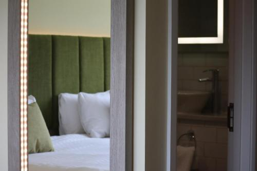 . Hellidon Lakes Hotel