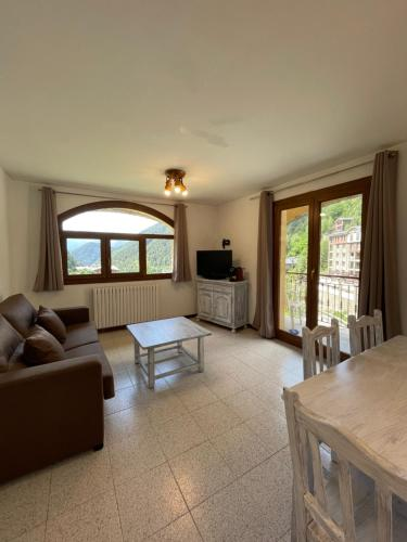 Two Bedroom Apartment with Terrace and Mountain View