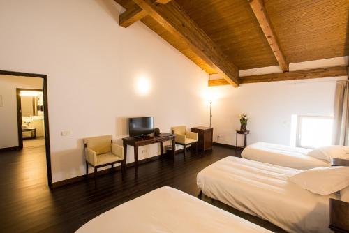 Habitación Triple Palacio del Infante Don Juan Manuel Hotel Spa 10