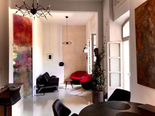Appartement à la Roquette, dans l'Hotel de Divonne, classé. - Location saisonnière - Arles