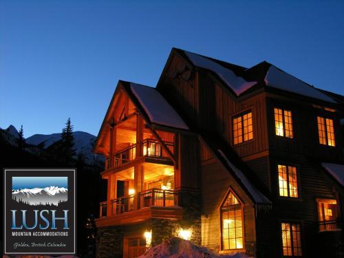 Lush Mountain Accommodations - Golden