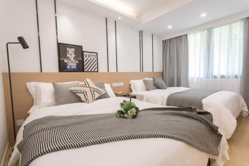 . Ling Ju Apartment