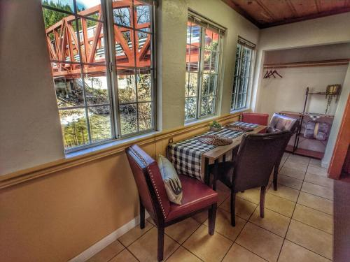 Riverside Mountain Lodge Suite 1 - 2 Bedroom Family Suite - Downieville
