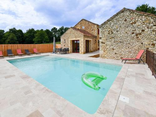 Majestic Holiday Home in Prats-du-Périgord with Pool - Location saisonnière - Prats-du-Périgord