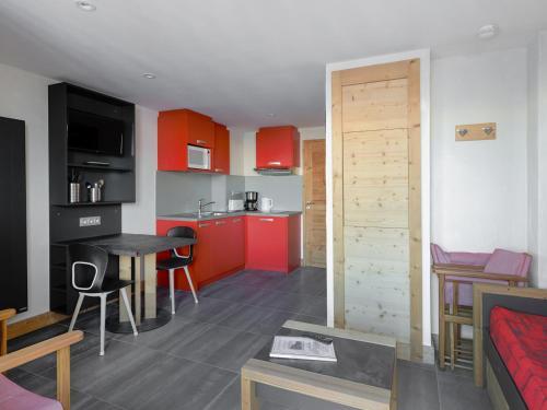 Appartement Les Coches, 1 pièce, 2 personnes - FR-1-181-1286 - Apartment - Montchavin-Les Coches